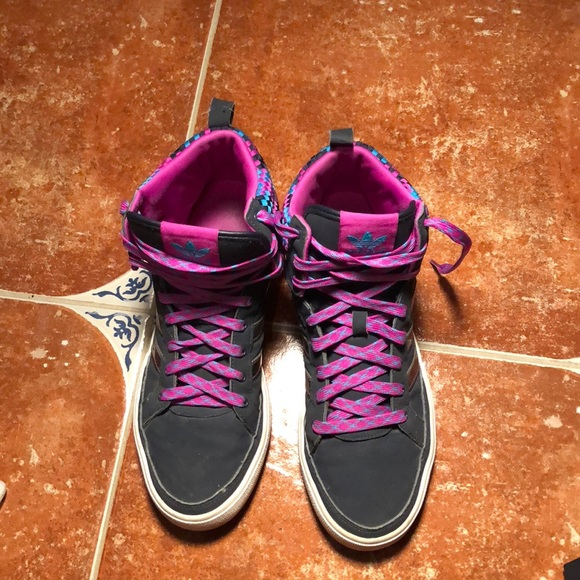 06dee555bb0b adidas Shoes - Used Women s ADIDAS fashion sneakers Size 9.5